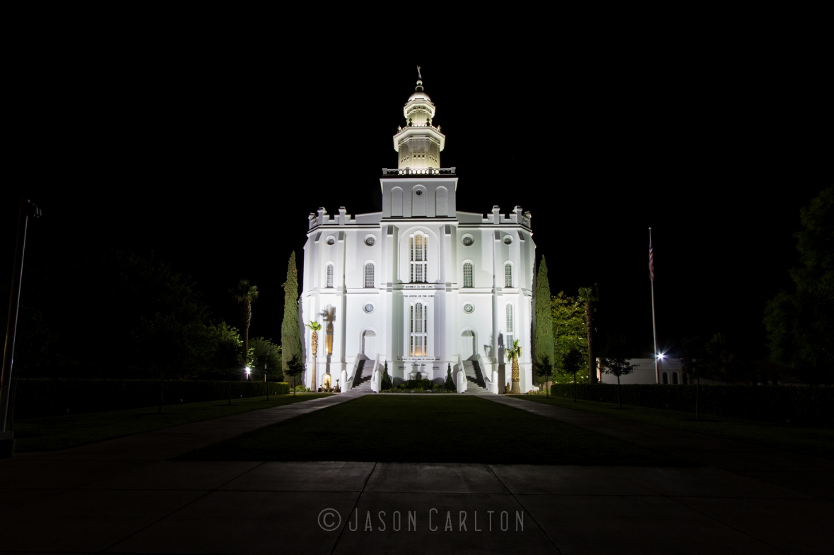 Night photo of the St George Utah Temple