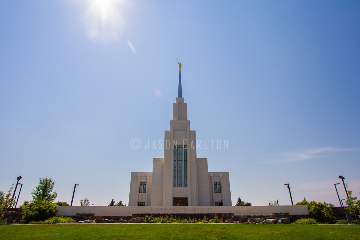 Photo of the Twin Falls Idaho Temple at midday