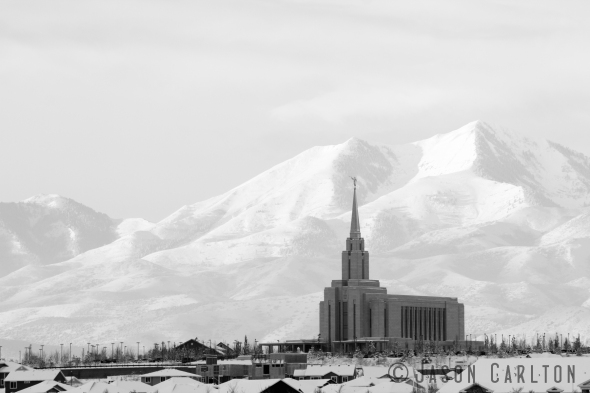 Winter photo of the Oquirrh Mountain Utah Temple